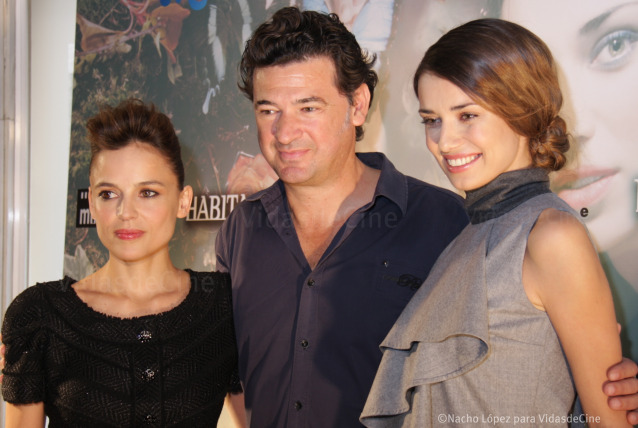 Elena Anaya, Julio Medem y Natasha Yarovenko en el photocall de 'Habitación en Roma'.
